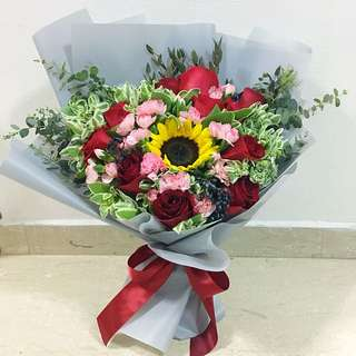 Anniversary Bouquet / Valentines Day Roses / Red Roses with Sunflower