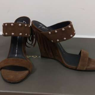 Authentic New Giuseppe Zanotti brown studded suede wedges sz 38.5 shoes