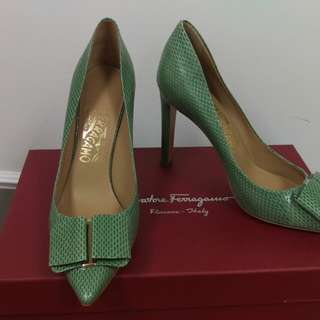 100% authentic Salvatore Ferragamo Mimi 100 snakeskin pumps shoes sz 38