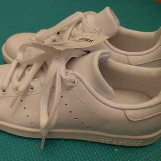 BNWT White Stan Smith Size 6