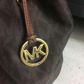 💯 Authentic Michael Kors Large Bucket Bag
