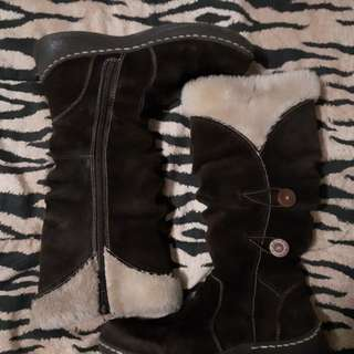 Bear paws - brown winter boots - size 9
