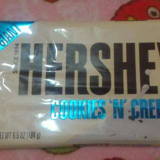 Giant hershey's cookies n creme bar