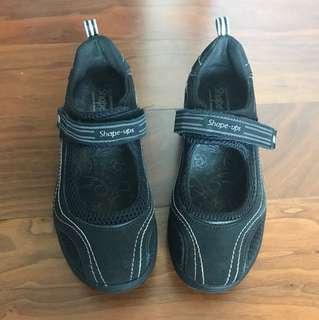 Sketcher Shape-Up 運動鞋