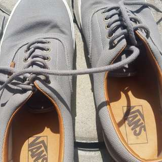 Used only trice very comfy and goodlooking vans shoes