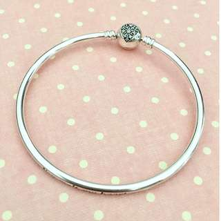 Pandora Limited Edition Bangle with Sparkling Heart Clasp