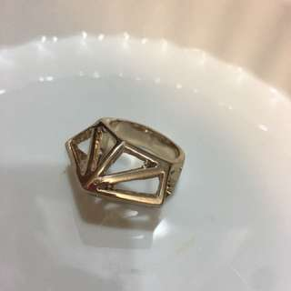 🚚 現貨❤️立體鑽石縷空三角形戒指