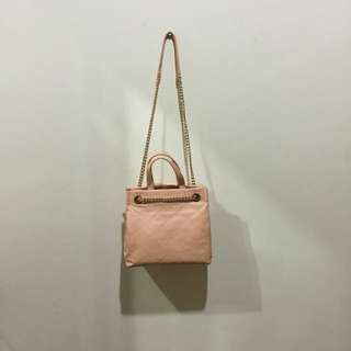 Tas charles & keith warna peach