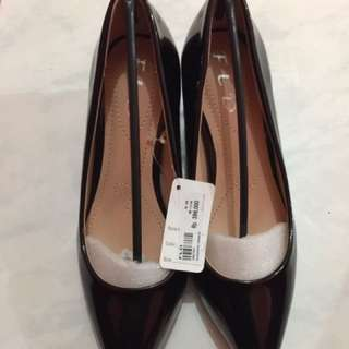 Sepatu hitam polos Merk Fladeo