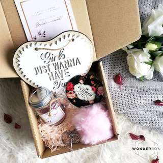 'Blushing in Pink' Bridesmaid proposal gift box set | Wonderbox