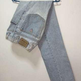 GUESS Vintage Boyfriend Well-washed Denim Jeans