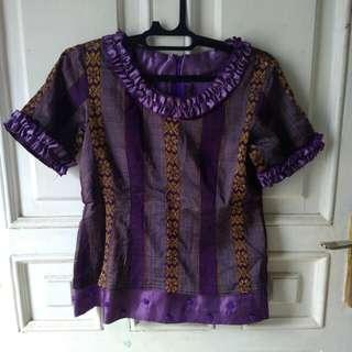 Setelan batik ungu