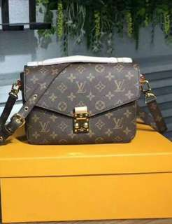 Louis Vuitton Pochette Metis 1.1 Quality