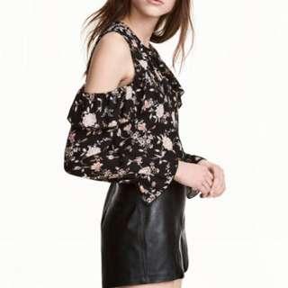 H&M / Size 4 Floral Cold Shoulder Top