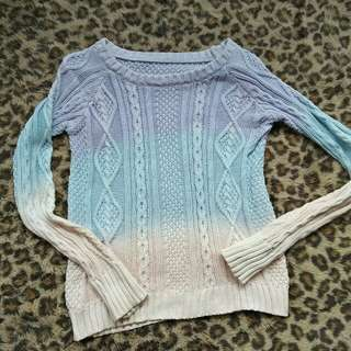 Sweater rajut gradiasi