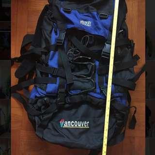 出口遊行背囊品牌 Vancouver 陳列品 - 容量50 L 、防水、內有鋁架,袋身24 吋長,二手價HK $100-