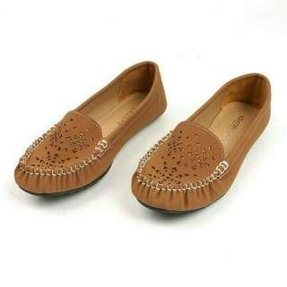 Flate shoes gratica Tan
