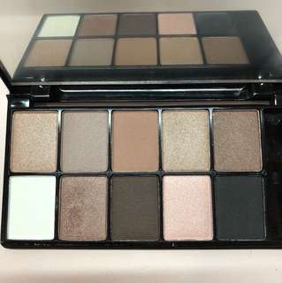 NYX The Runway Collection Eyeshadow Palette in 03 Champagne & Caviar