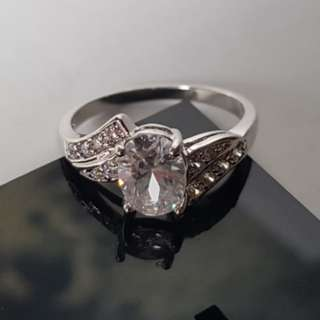 Cincin Oval Cubic Zirconia White Gold Plated