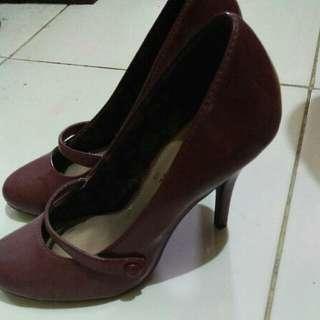 Heels Payless Maroon size 6