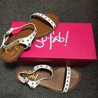RUSH SALE!! So Fab Sandals - Tony in White