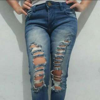 Ripped jeans ada