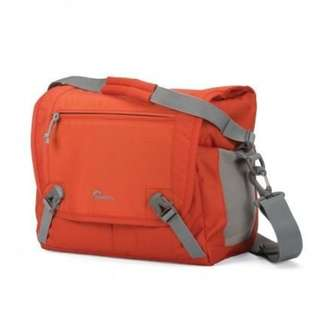 LOWEPRO NOVA SPORT 17L AW SHOULDER BAG - PEPPER RED