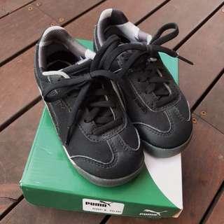 RRP$70 Puma black sneakers size 7