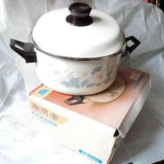 Pan尚朋堂 彩色搪瓷燒鍋