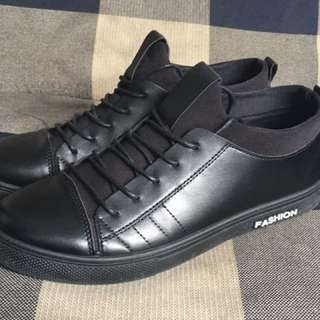 Men black sneaker size 42