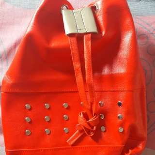 Preloves Tas Merah Serut Fit to L Mat Kulit Sintesis
