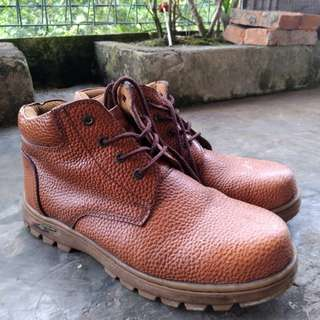 Sell Safety Shoes Casual Jaferi (Handmade)