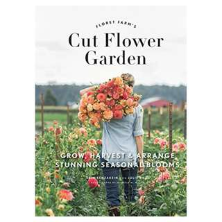 Floret Farm's Cut Flower Garden: Grow, Harvest, and Arrange Stunning Seasonal Blooms BY Erin Benzakein  (Author), Michele M. Waite (Photographer)