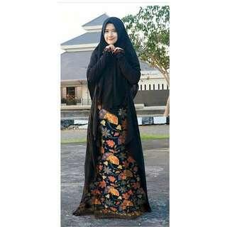 Maple Batik Syari Rp172.000 Maxi busui bahan katun batik kombi ceruty. Khimar ceruty kesan 2 layer. Redi sby