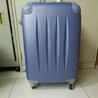 4 Wheels Luggage Size H 25inch W 15inch. Inside the box have some dirt mark