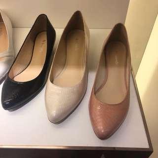 le saunda 全新粉紅色壓紋低粗跟尖頭鞋 23.5 返工OL
