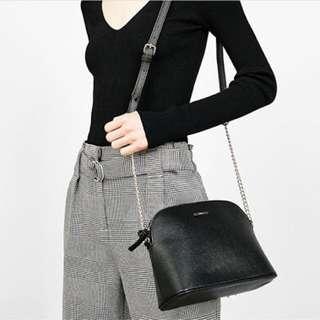 Berskha black slingbag