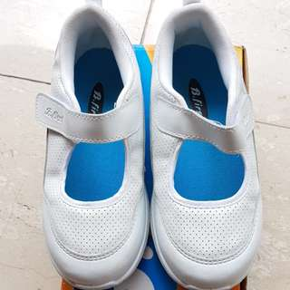 Bata B.first white shoes size 13 (20cm)