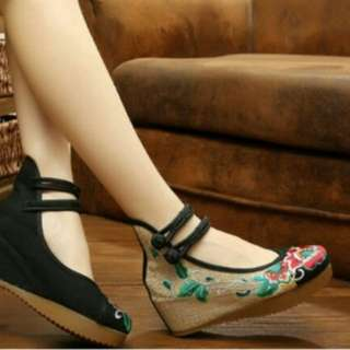 EmbroideredCasual hidden wedges shoes