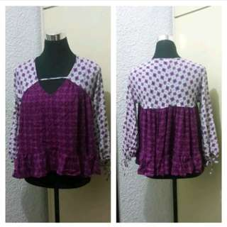 WA307 Forever 21 Purple Floral Blouse Small to Med (EUC)