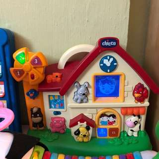 Chico learning animals house
