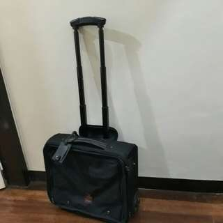 Samsonite carry on luggage with detachable laptop case