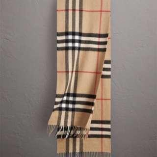 全新Burberry 頸巾,原價8折發售