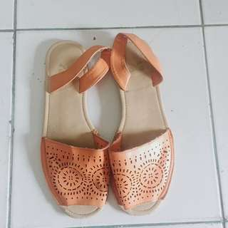 Want to sell, sandal TLTSN!