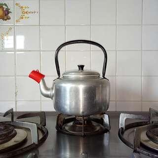 Classic 60s Aluminium kettle diameter 11.5cm unused
