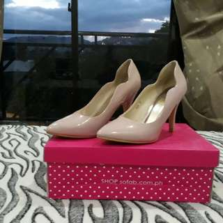 High-Heeled Closed Shoes