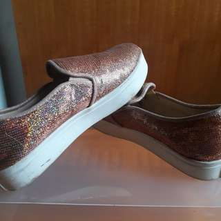 Sepatu kets glitter pink