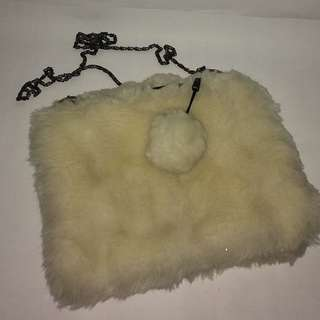 Slingbag pompom putih
