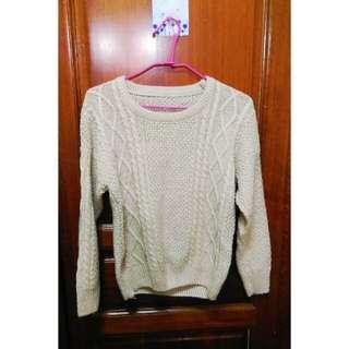 米黃色針織毛衣