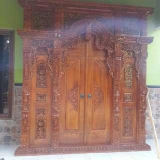 Pintu antiq